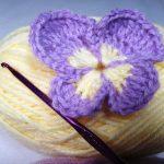 Panseluta crosetata cu un singur rand de petale